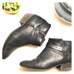 Clark's Black leather Booties in size 11 ModCloth